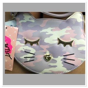 COPY - MUST HAVE👜Betsey Johnson kitty cat wristlet